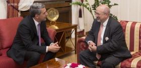 Президентът Росен Плевнелиев разговаря с генералния секретар на ОССЕ Ламберто Заниер.